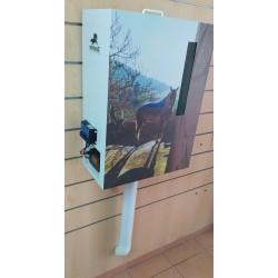 Comedero automático para caballo con kit solar, ideal para instalaciones con ubicaciones sin acceso a la red eléctrica.